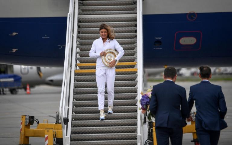 Des milliers de Roumains acclament Simona Halep, victorieuse à Wimbledon