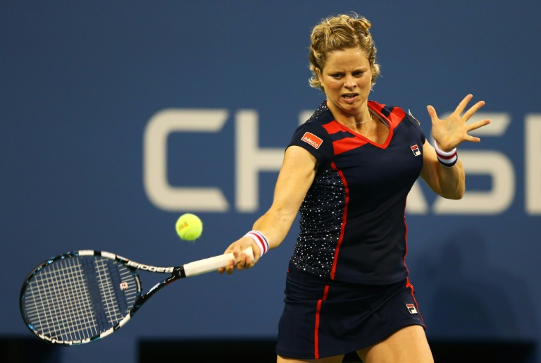 Clijsters comeback delayed by knee injury