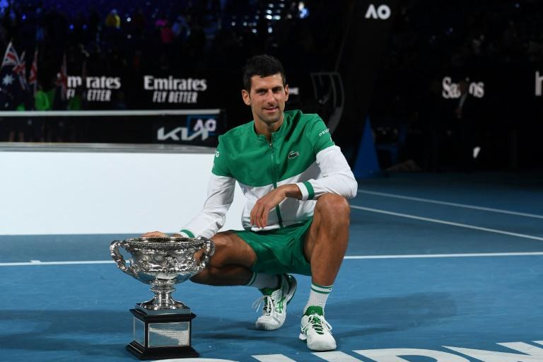 Open d'Australie: 9e sacre record et 18e titre du Grand Chelem pour Djokovic, qui surclasse Medvedev