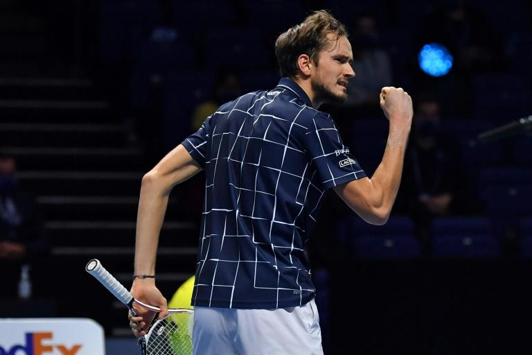 Medvedev sacré au Masters ATP en battant Thiem 4-6, 7-6 (7/2), 6-4