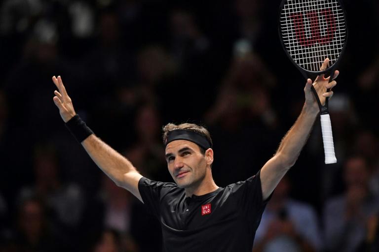 Federer bat sa bête noire Djokovic et va en demie du Masters