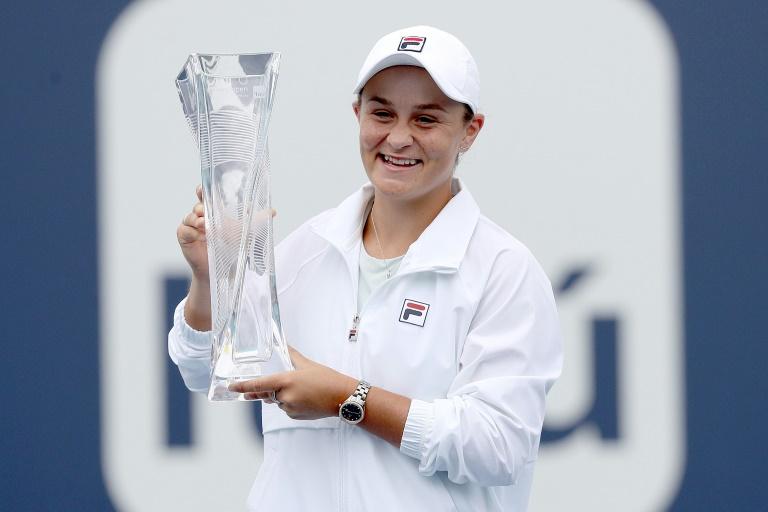 Australiana Barty revalida título en Miami tras retirada de Andreescu