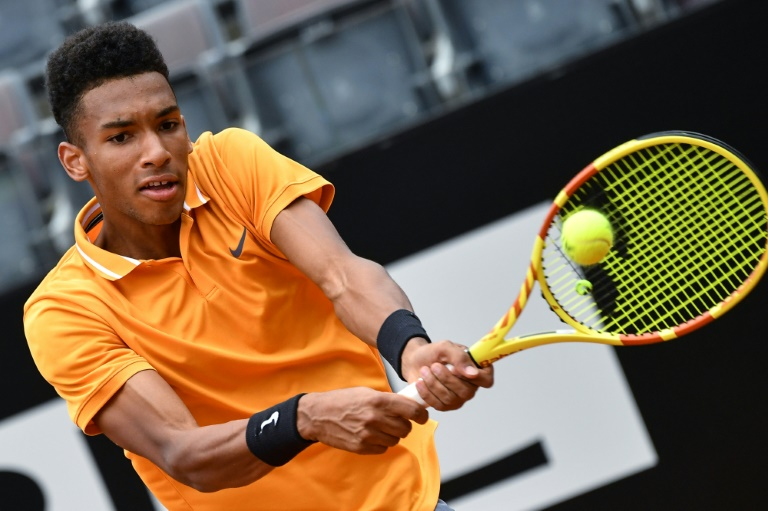 Auger-Aliassime records first ATP win on grass, Monfils and Raonic advance