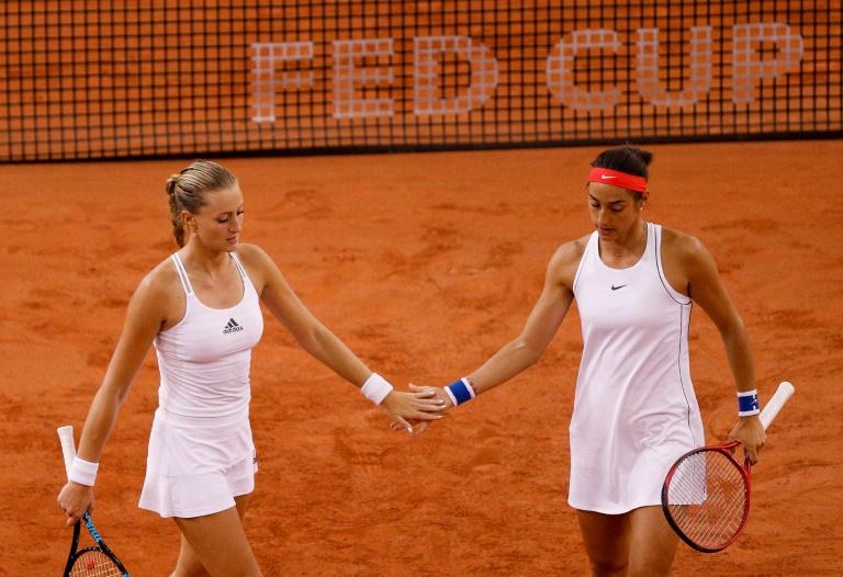 Fed Cup: un double pour départager Françaises et Australiennes