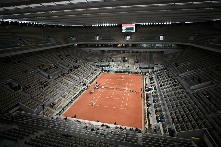 Entre masques et doudounes, Roland-Garros lance son édition automnale toit fermé