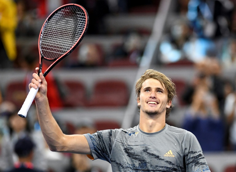'Dizzy' Zverev loses racquet into crowd on way to Shanghai last 16