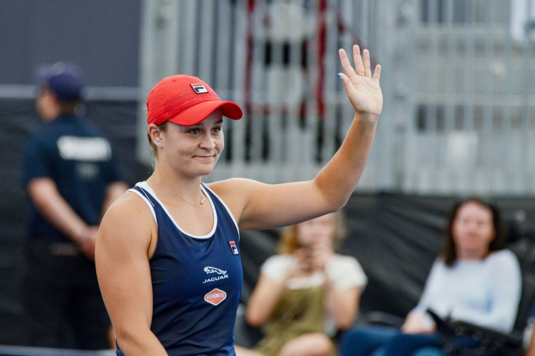 Barty survives scare to stay in the hunt in Adelaide